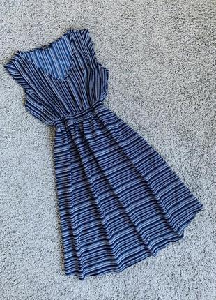 Красивое фирменное платье дёшево