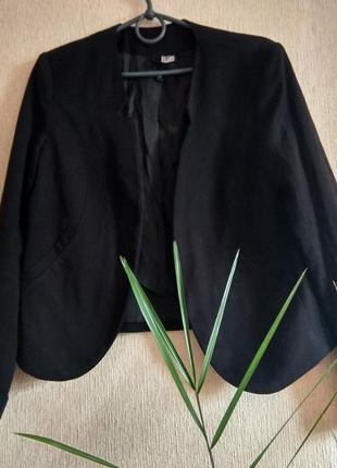 Свободный пиджак необычного кроя от известного бренда