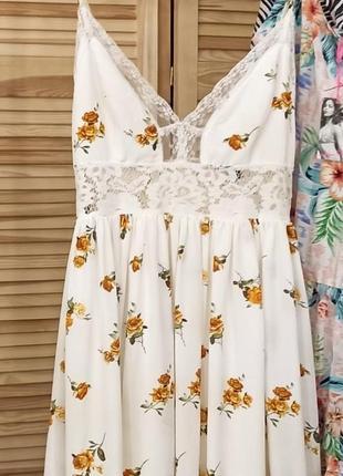 Белое длиинное платье сарафан с кружевом в оранжевый цветочный принт2 фото