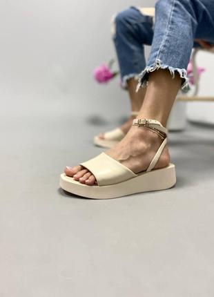 Босоножки шлепанцы натуральная кожа бежевый на высокой платформе танкетке сандалии сандали боссоножки