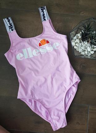 Нежно-розовый купальник с брендированими лямками