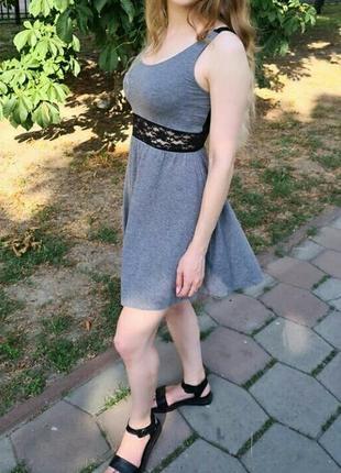 Хлопковое платье с кружевными вставками
