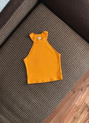 Яркий топ в рубчик короткий желтый оранжевый