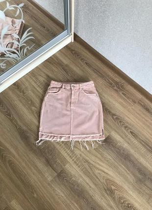 Джинсовая юбка пудрового цвета