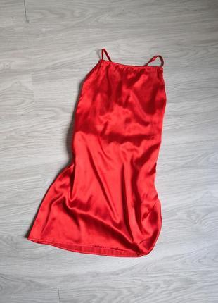 Красный ассиметричный пеньюар с открытой спиной