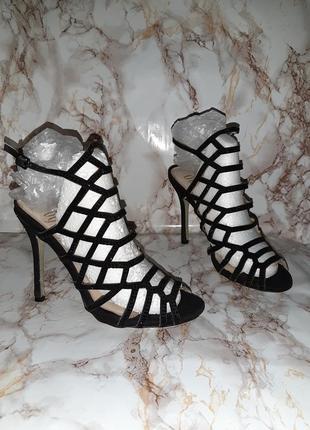 Шикарные чёрные высокие босоножки в стразах, на высоком каблуке