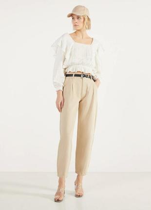 Блуза белая хлопковая с квадратным вырезом кружевом рюшами оборками воланами bershka