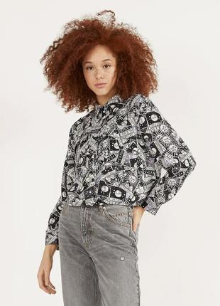 Блуза вискозная в чёрно белый принт bershka