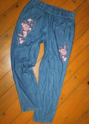 Летние джинсы спортивного стиля