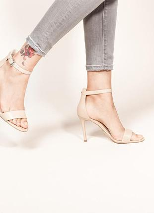 Нюдовые босоножки на каблуке simply be