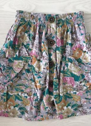 Безумно крутая юбка на пуговицах с накладными карманами