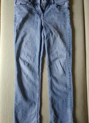 Светлоголубые джинсы