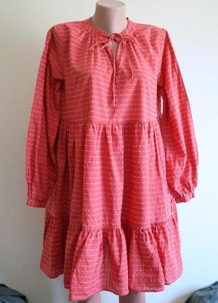 Платье с длинным рукавом и воланами
