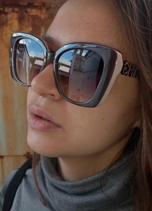 Стильные крупные очки в коричнево-бежевой оправе италия