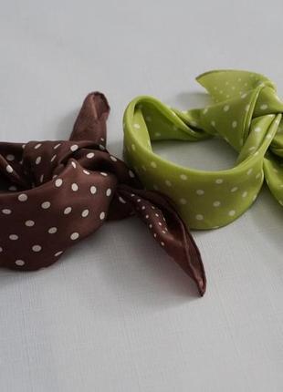 Маленькие шелковые платочки.