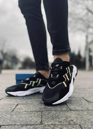 Чёрные кроссовки adidas ozweego