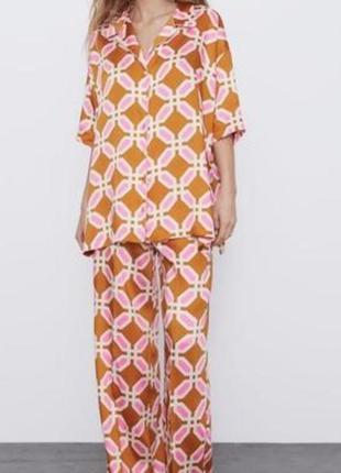 Костюм рубашка брюки в стиле пижамы от zara