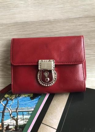 Красный кожаный кошелёк портмоне