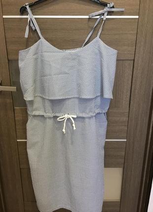 Длинный сарафан платье в полоску на бретелях с воланом
