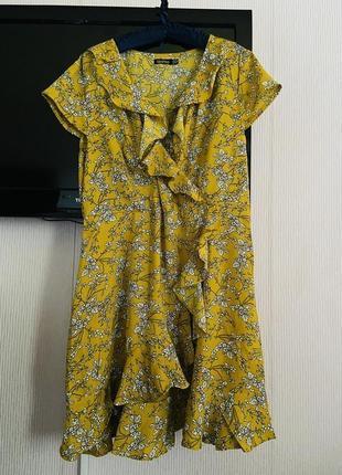Классное платье 👗 с воланами на запах