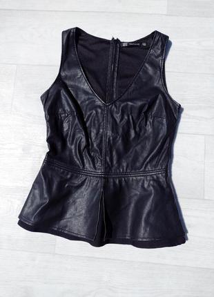 Чёрная эко кожаная блуза с баской zara