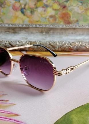 Брендовые солнцезащитные очки в металлической оправе 2021