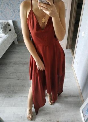 Красивое платье в бельевом стиле терракотового цвета