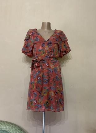 Платье летнее размер 46 48 очень красивое цветочный принт