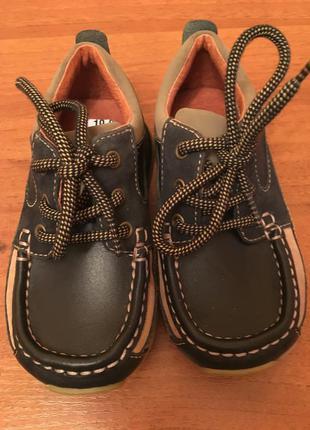 Продам новые туфли мокасины ботинки для мальчика