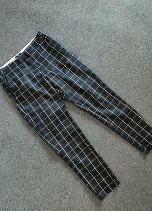 Розпродаж!базові чорно-білі брюки,з трендовим принтом клітинкою.