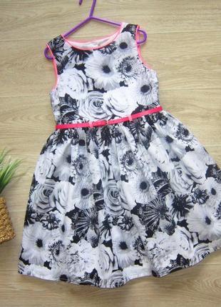 Очень  красивое платье  на  8  лет,длина 71  см.