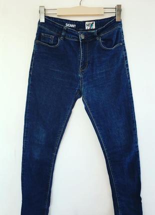 Темно-синие джинсы next