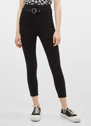 Черные джинсы с поясом bershka zara