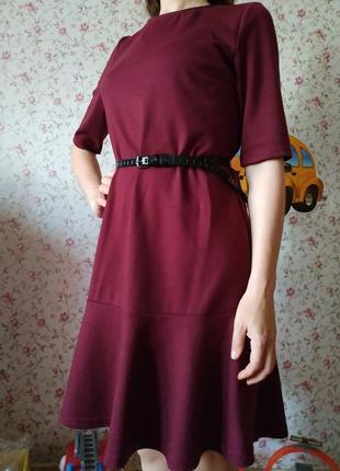 Элегантное платье. офисное. классика.