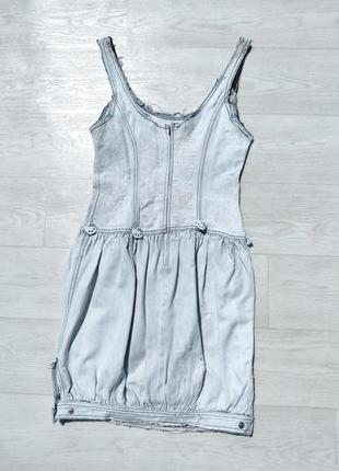 Крутое потёртое светло голубое белое джинсовое платье guess