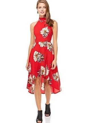 Платье в цветочный принт с американской проймой и асимметричной юбкой.