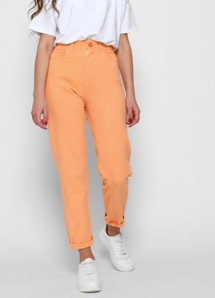 Оранжевые стильные джинсы релаксы