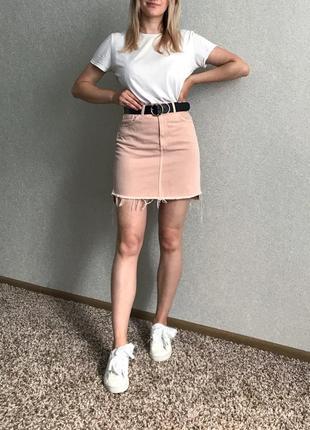 Розовая джинсовая юбка