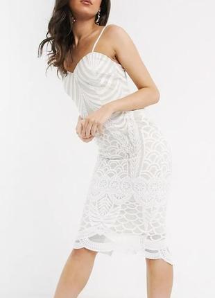 Шикарное платье миди по фигуре с обтемным кружевом