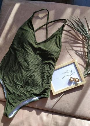 Сдельный оливковый купальник с открытой спинкой