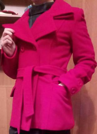 Красное стильное пальто vivalon