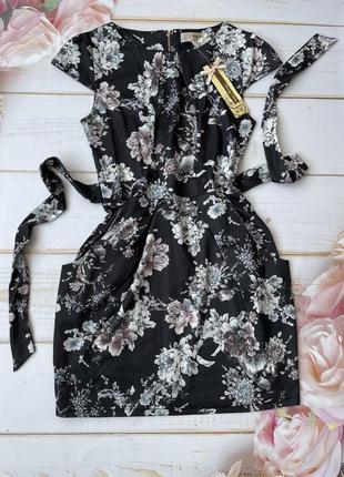 Черное платье с серыми цветами