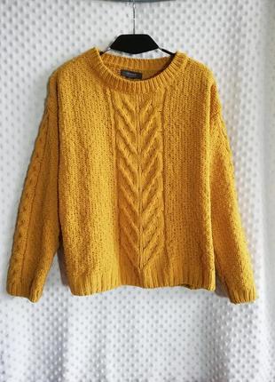 Солнечно жёлтый модный свитер крупной вязки