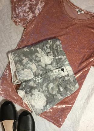 Шорты джинсовые в цветочный принт от h&m размер м