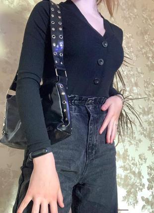 Чёрная сумка багет