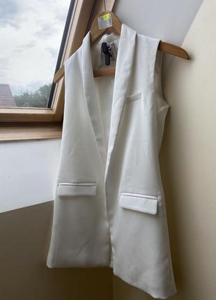 Стильный белый жилет, жакет, пиджак