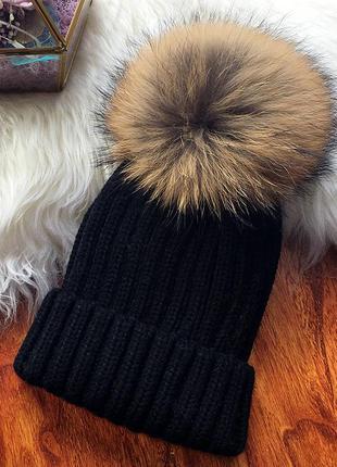 Женская теплая вязаная шапка с меховым бубоном помпоном черная