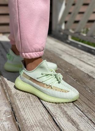Стильные женские легкие кроссовки кеды adidas yeezy 350 демисезонные текстильные