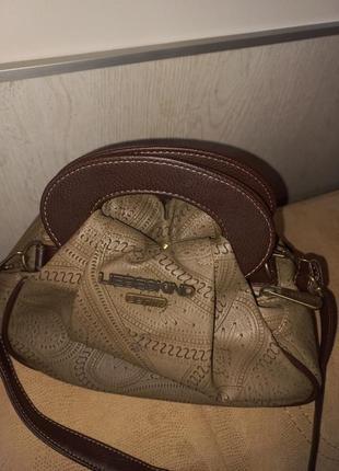 Интересная сумочка цвета хаки