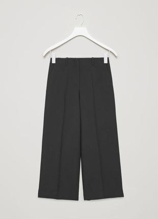 Cos: свободные брюки, высокая талия